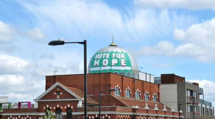 Dome of Shacklewell Lane Mosque painted by candidate Nigel Askew 240415 then unpainted