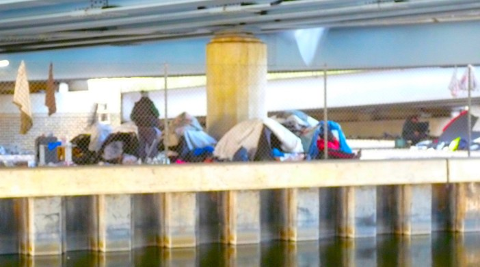 Romacamp: Tent village camp of homeless people (Rimanian Roma, Poles?) under road bridge (North Circular, M25?) on the River Lea/Lee just S of Broxbourne Hertfo