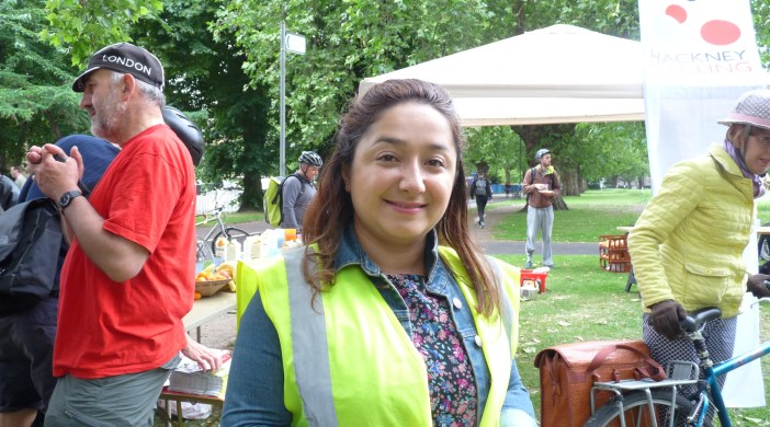 Hackney council neighbourhoods cllr Feryal Demirci at London Fields cyclists breakfast © david.altheer@gmail.com 180614
