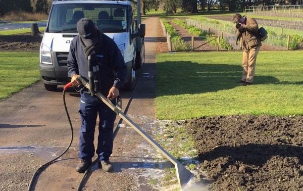 foam2landscape: foamstream weed-control system 2015 (supplied pic)