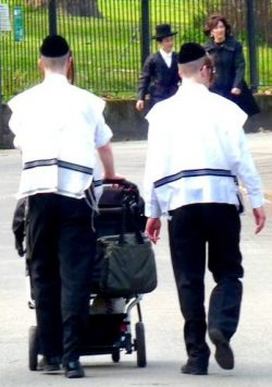 Hasidic Jews at Clapton/Stamford Hill Hackney during Seder/Passover 080415 © DavidAltheer@gmail.com