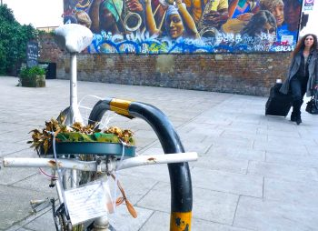 Front wheel stolen from Danny Cox (1982-2011) memorial in Dalston, with its heartbreaking mother's note © david.altheer@gmail.com