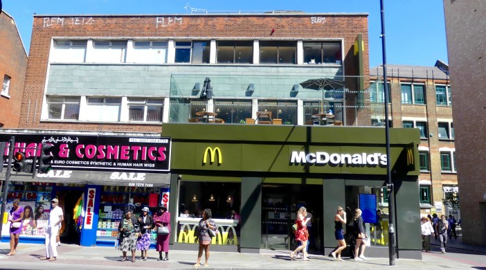 MacRoof0717: McDonald's closed staircase to rooftop terrace Kingsland 36 Kingsland High St, London E8 2JP 020717 © david,altheer@gmail,com