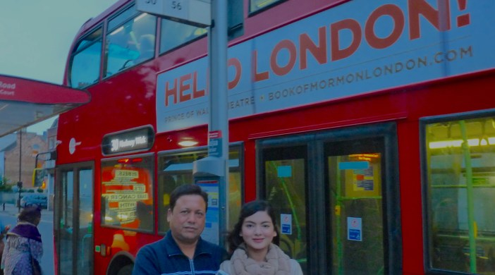 jain17: Vikas, L, of Delhi, and Samiksha Jain, of Delhi, and now of KCL, at 30 bus stop in Dalston London E8 where Mr Jain went expecting to rendezvous with Samiksha © david,altheer@gmail,com 011017