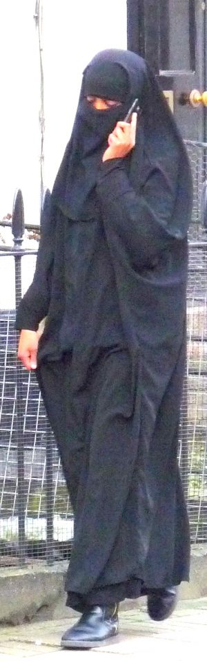 Musliwoman14: Muslim shopper 2014 190218© david,althee@gmail,com