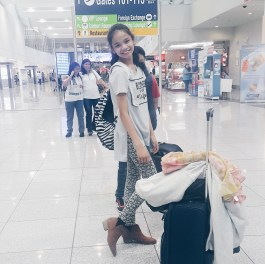Julia posing for an airport OOTD :)