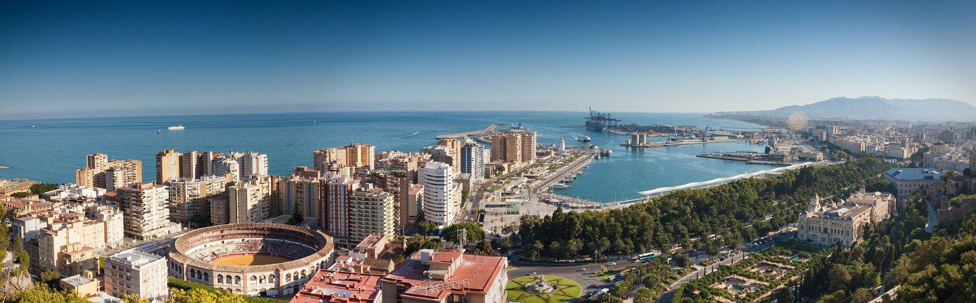 Malaga_spain_sea_and_port_view