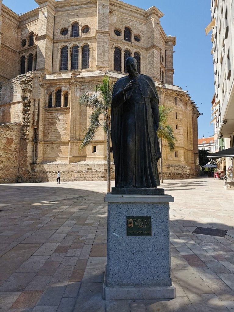 Estatua Cardenal Ángel Herrera Oria in Malaga