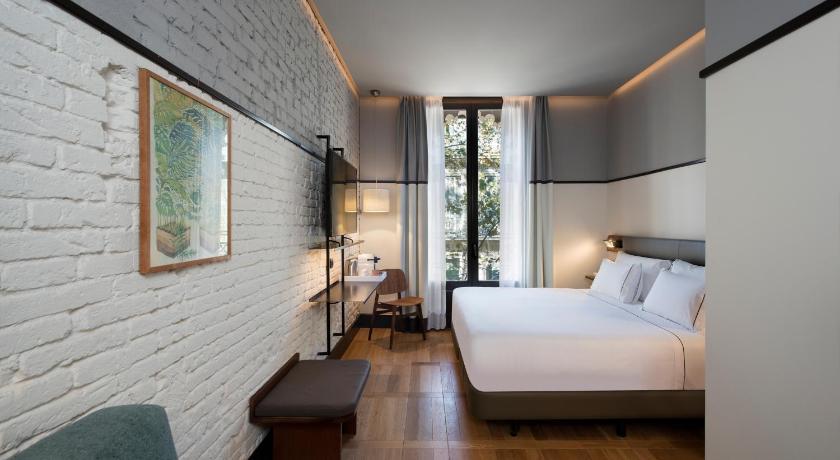 Praktik-Èssens-Hotel-Barcelona