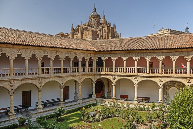 cloister-of-las-duenas-salamanca