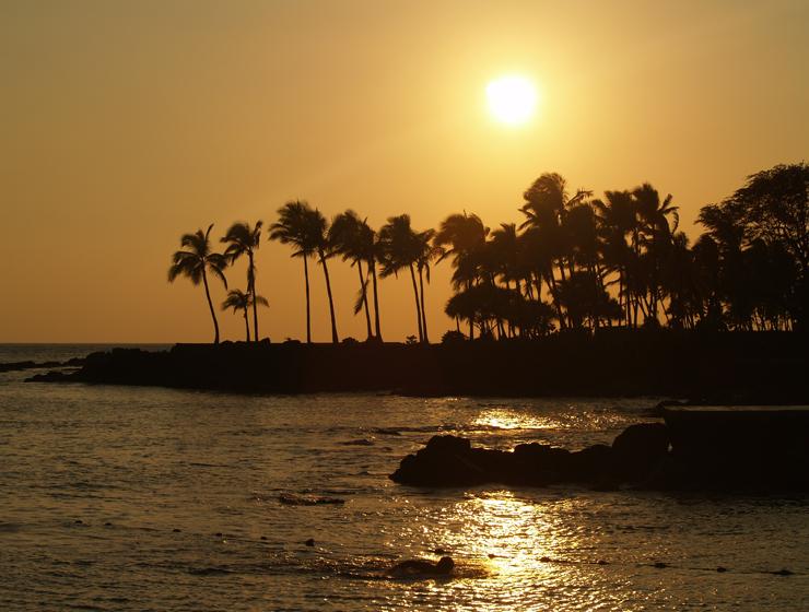 Sunset from the Kailua Seawall, Kailua Kona, Hawaii: Photo by Donnie MacGowan