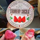 Strawberries impregnated with chocolate