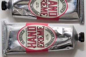 aluminum-tubes-187804_640-300x199