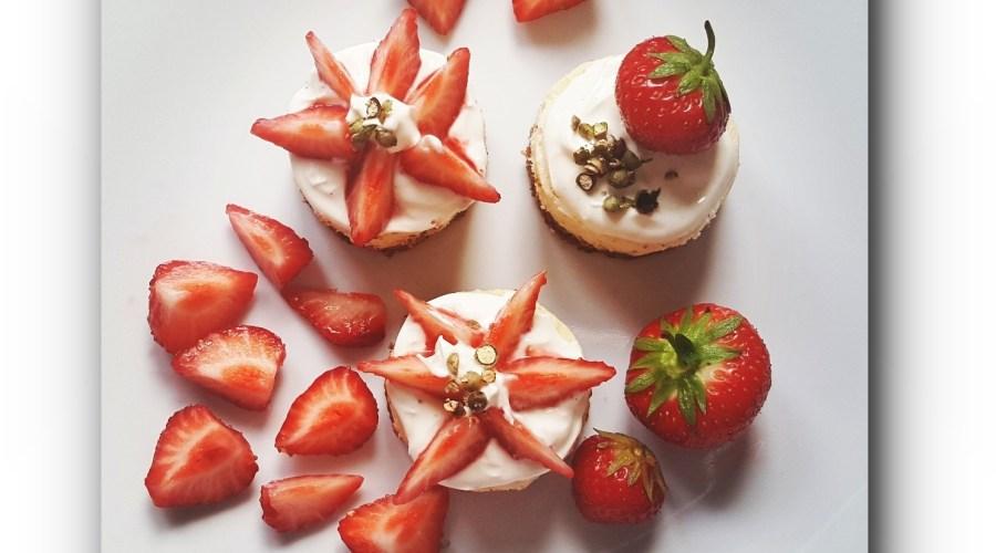 Cheescake Minis mit Erdbeeren und grünem Pfeffer