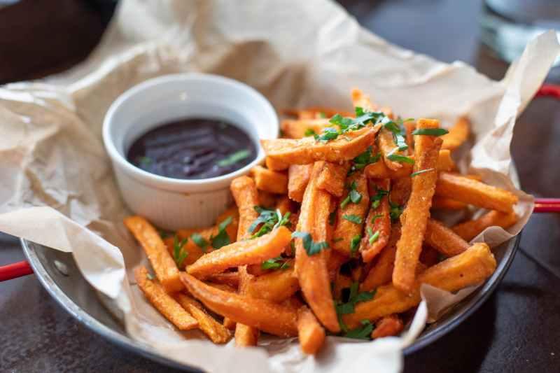 fries and sauce dip