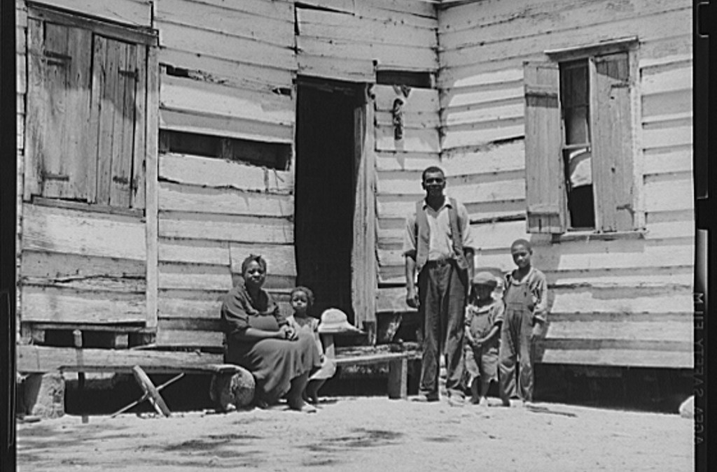Mrs.-Brown-and-family.-She-paid-her-taxes-with-oranges-raised-on-her-farm.-Her-husband-worked-in-nearby-oyster-beds.-Saint-Helena-Island-Beaufort-South-Carolina-LOC-8c10436v