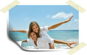 couple-on-beach with enjoyment of a blood sugar free lifestyle