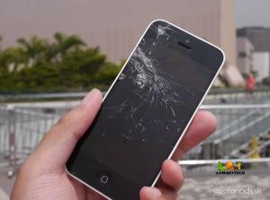 iPhone-5s-white-smashed-screen