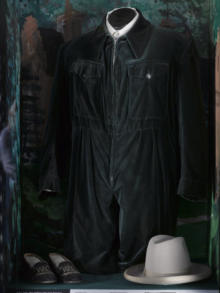 The Quot Siren Suit Quot Made In Velvet For Churchill And Worn