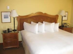 Hyatt Highlands Inn bed