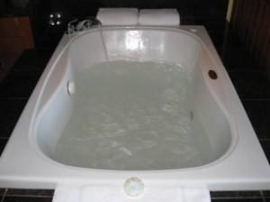Hyatt Highlands Inn spa tub