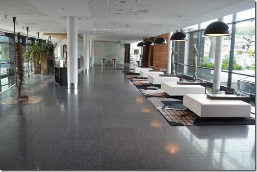 Farris Bad lobby