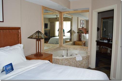 Sheraton bedroom spa tub