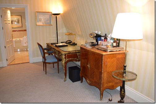 Amstel room-desk