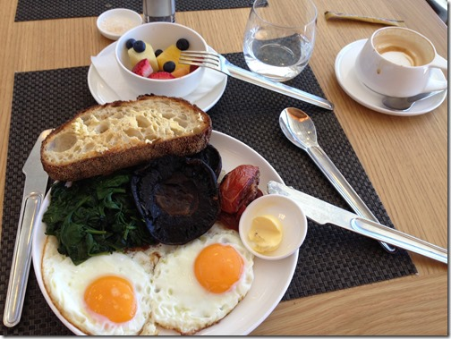 Qantas SYD breakfast