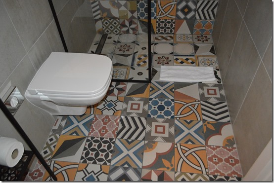 Hotel Indigo Krakow bath floor