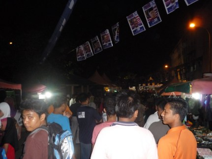 Crowd at BN ceramah (front view)