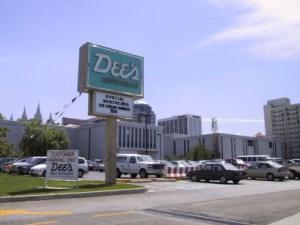 Dee's Restaurant Sign