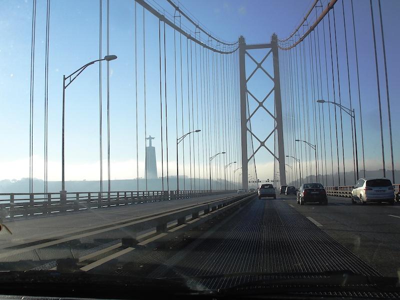 Atravessar a ponte 25 de Abril / photo by Tina