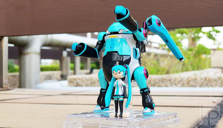 「35 MechatroWeGo初音未來仕樣」機器人公仔開箱,這擺拍的萌度不輸阿楞阿!