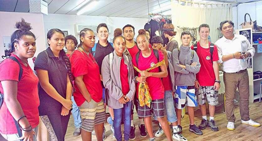 Les eleves du college L. DJIET au LPFA