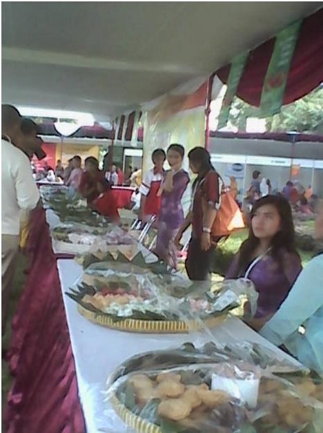 Aneka jajanan pasar khas Yogyakarta yang dijual di stand-stand, Rabu (4/06).