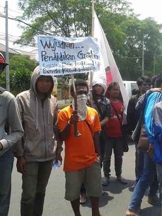 Unjuk rasa SMI, FBPI, PPI di pertigaan UIN Suka, Senin (9/2).