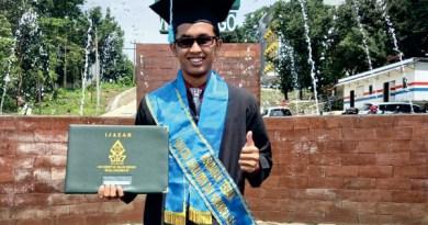 Angkat Islam di Bali, Efri Raih Skripsi Terbaik Tanpa Revisi