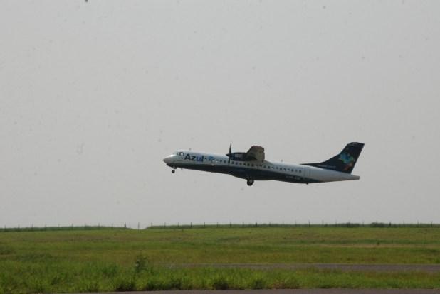 Alcançando novos voos  - Avião Azul.JPG