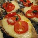 Opskrift på nem bruchetta med mozzarella og tomater