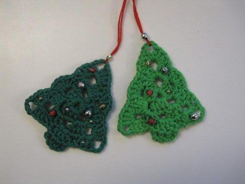 Hæklede juletræer med perler