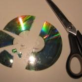 Cd klippet i stykker til hjemmelavede cd disko kugler