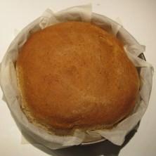 Rundt brød til bunde i en lakselagkage