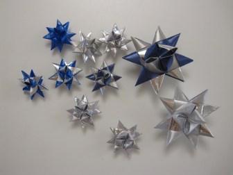 Hjemmelavede julestjerner i forskellige størrelser