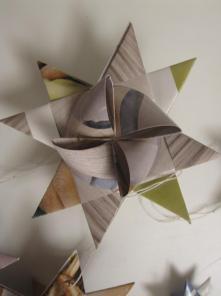 Stor flettet julestjerne af genbrugs papir