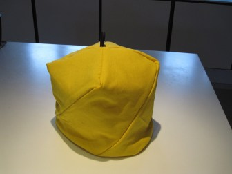 Flot gul tehætte variation