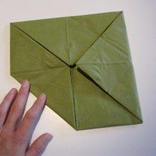 sådan folder man en lotus serviet