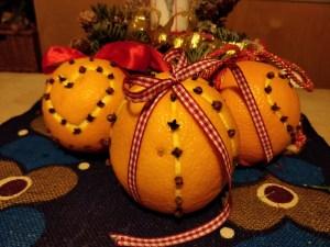 Appelsiner med nelliker