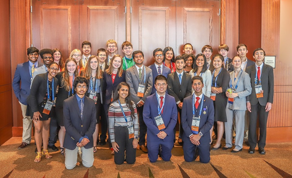 Kentucky students pose for photo at ISEF 2019