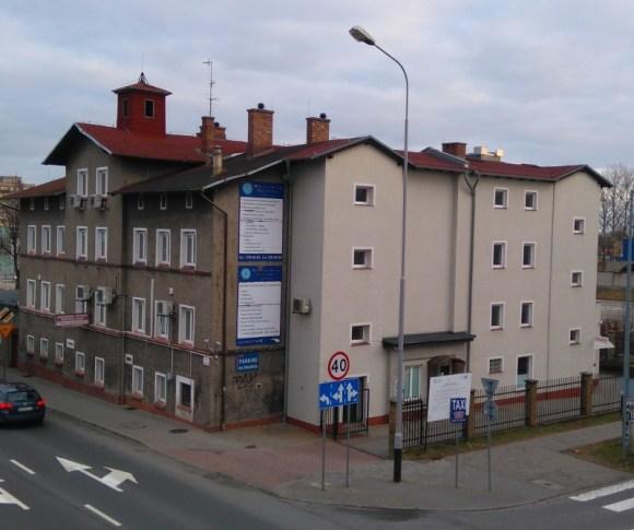 Poland, the criminal state. The crime scene. The building of the Regional Occupational Medicine Center (Wojewódzki Ośrodek Medycyny Pracy). It was renovated and expanded recently. The address is Dąbrówki 15, 65-096 Zielona Góra, Poland